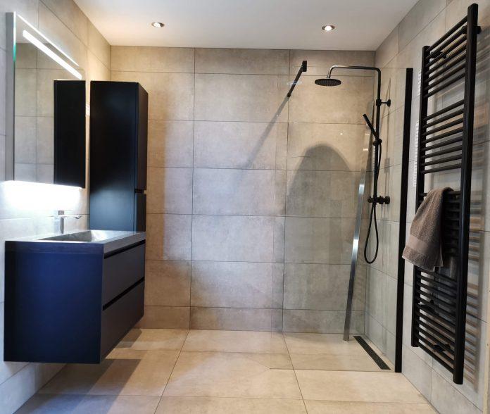 matzwarte badkamer stijl